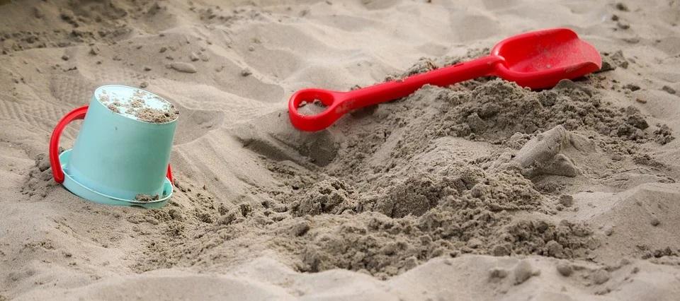 Wymiana piasku w piaskownicy